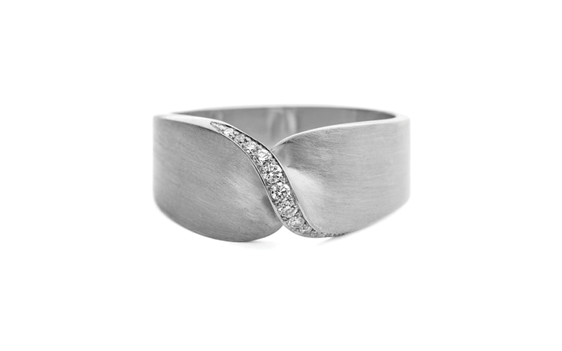 FLAT TWIST PAVÉ DIAMOND RING