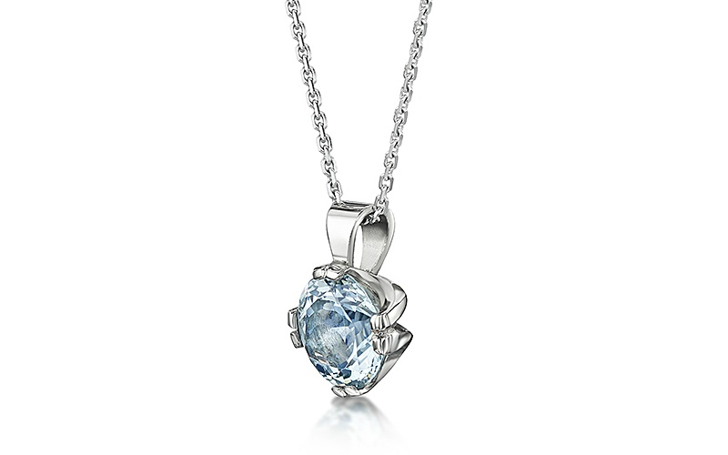 AQUAMARINE AND 18 CARAT WHITE GOLD PENDANT AND CHAIN