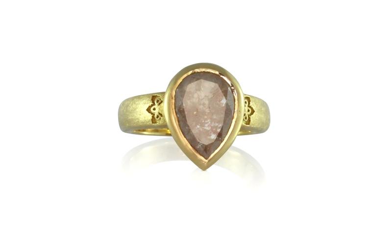 STATEMENT PEAR DIAMOND GOLD RING