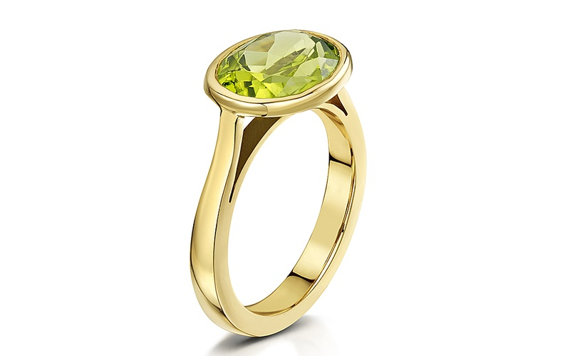 PERIDOT AND 9 CARAT YELLOW GOLD RING